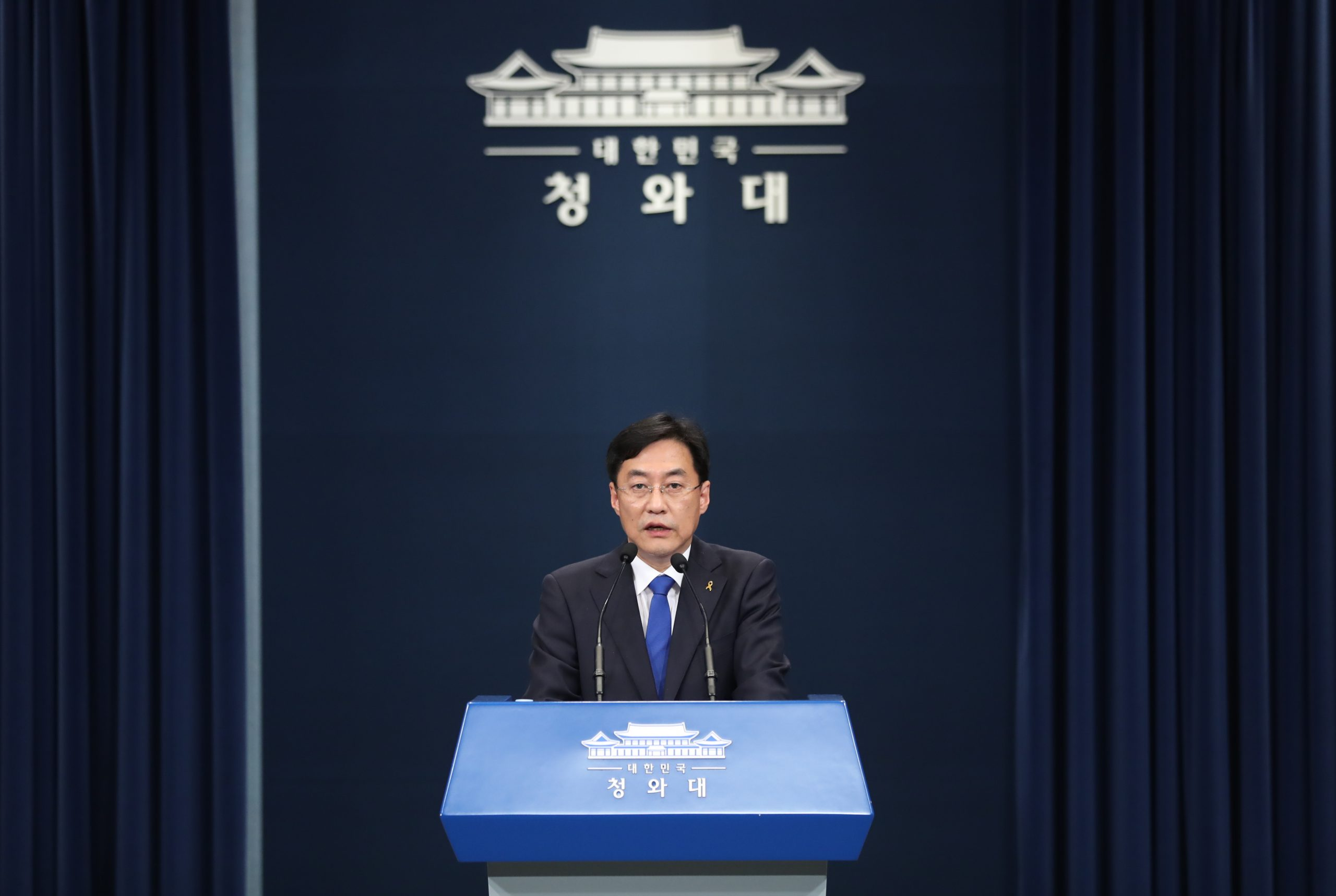 Cheong Wa Dae urges lawmakers to pass extra budget bill for coronavirus relief funds
