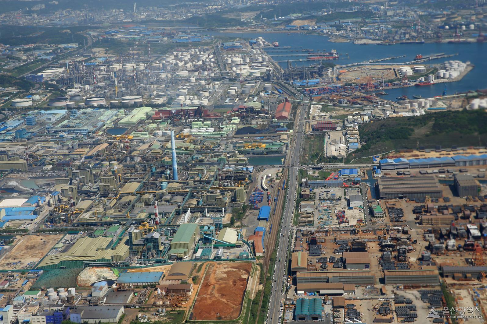Korea becomes more trade-dependent in 2018: BOK