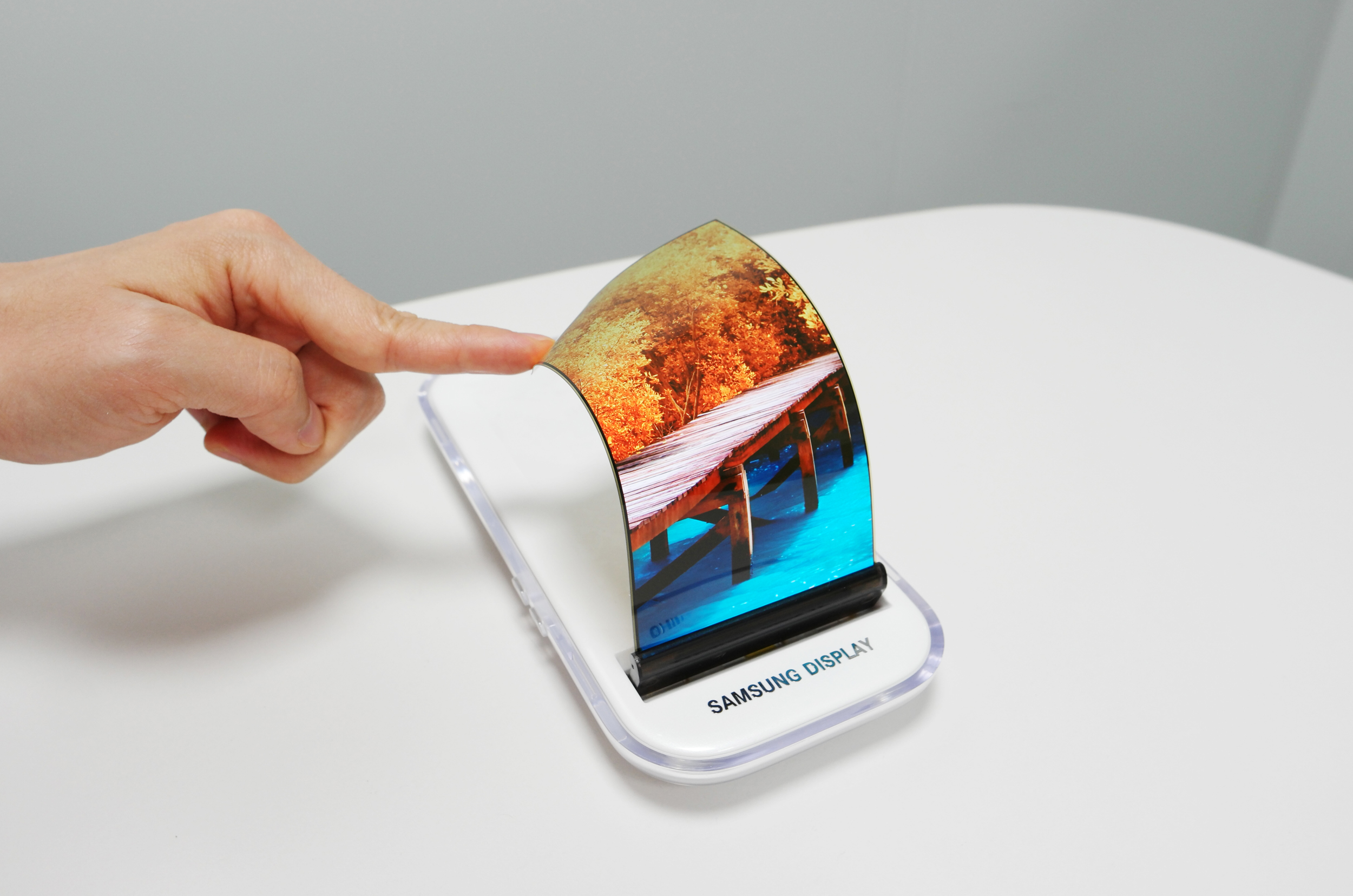 Samsung Display dominates 2020 smartphone panel market with 50 pct share